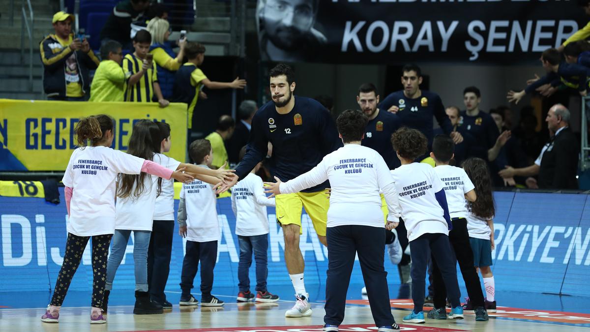FBÇGK Katılımcıları Pınar Karşıyaka maçı öncesinde seremonide yer aldı