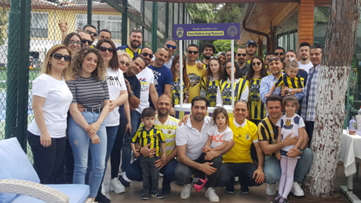 Adana Derneğimiz Fener Ol kampanyası için stand açtı