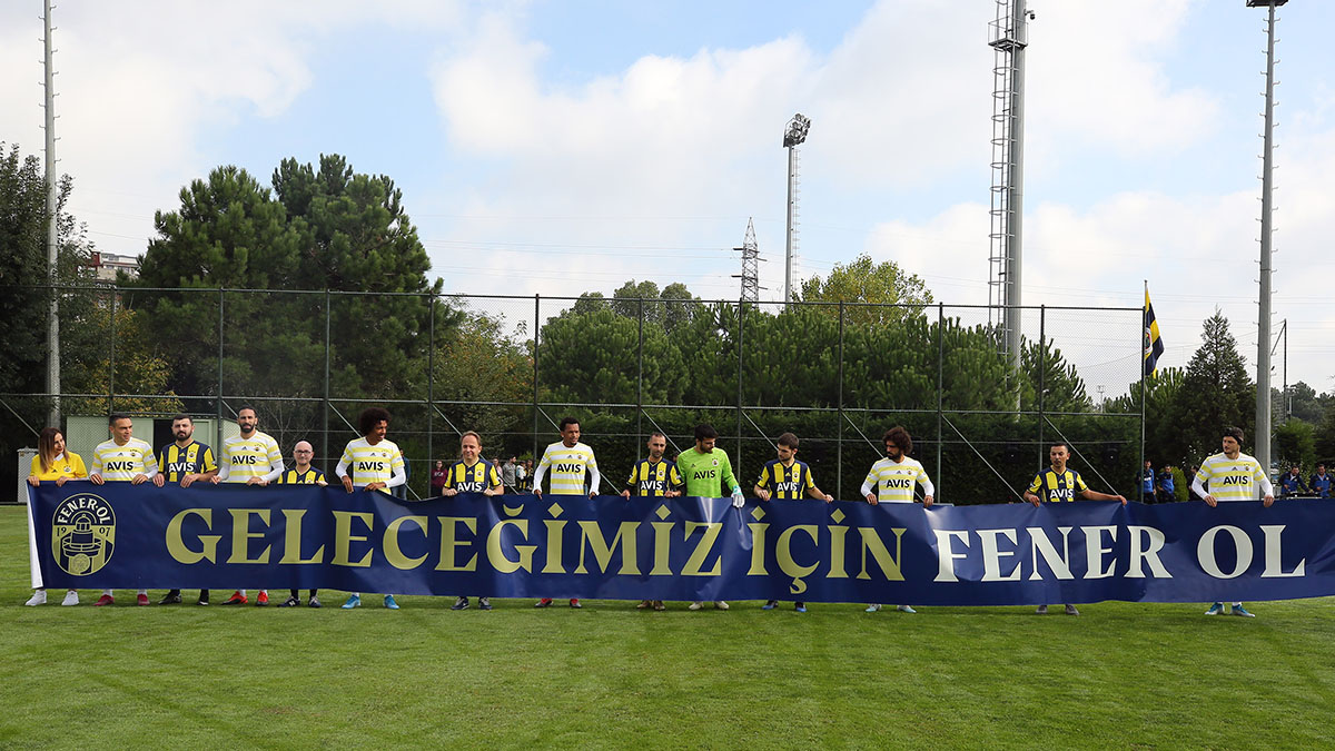 WinWin talihlileri Fenerbahçe Futbol A Takımı ile karşılaştı