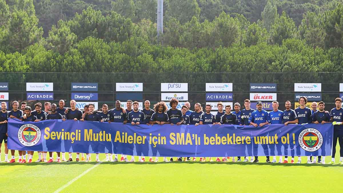 Futbol A Takımımız, SMA'lı bebekler için pankart açtı