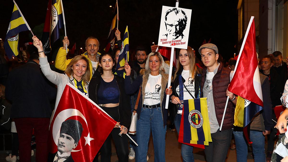 Çocuk ve Gençlik Kulübümüz Cumhuriyet Yürüyüşü'ne katıldı
