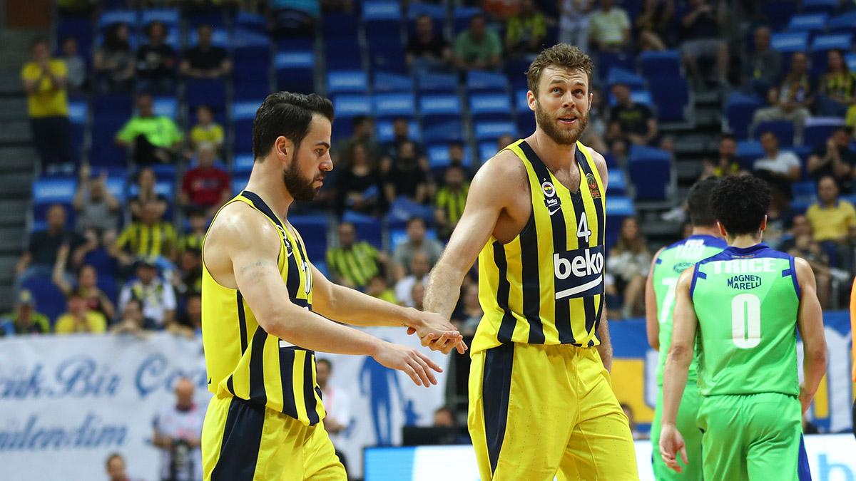 Fenerbahçe Beko yarı final serisinde 1-0 öne geçti