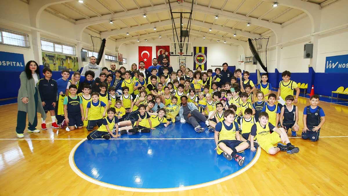 Ali Muhammed Fenerbahçe Basketbol Spor Okulu öğrencileriyle bir araya geldi
