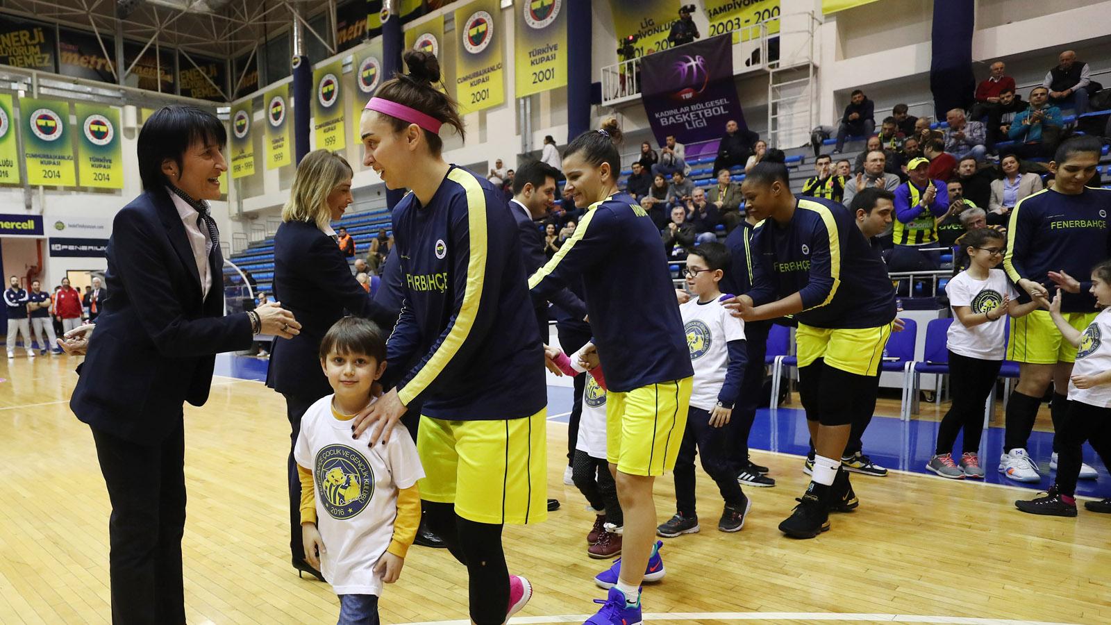 FBÇGK Katılımcıları, Fenerbahçe - Olympiakos maç önü seremonisinde yer aldı
