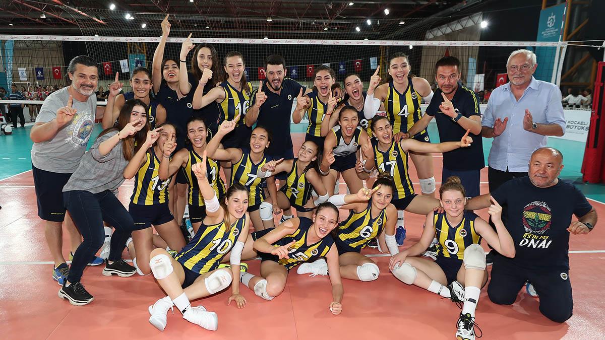 Yıldız ve Genç Kız Voleybol Takımlarımız 2. Lig'de mücadele edecek