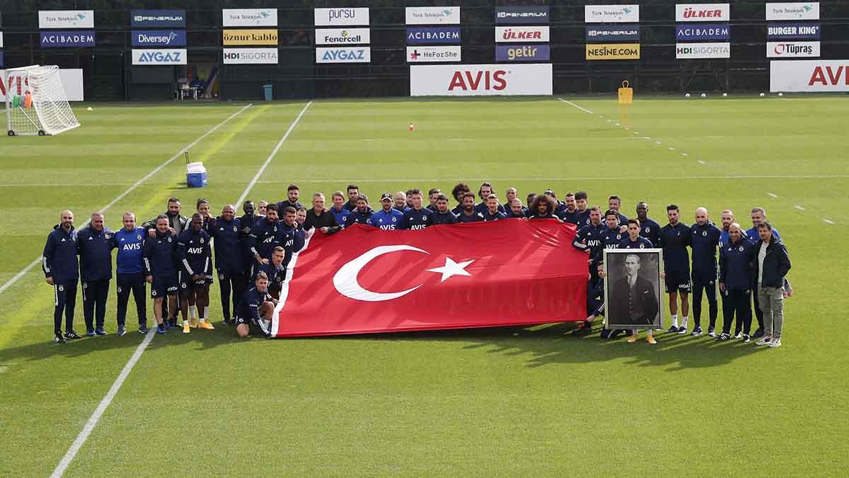 Futbol A Takımımız Cumhuriyet Bayramımızı kutladı