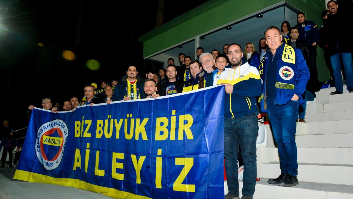 Antalya Fenerbahçeliler Derneğimiz, Profesyonel Futbol Takımımızı ziyaret etti