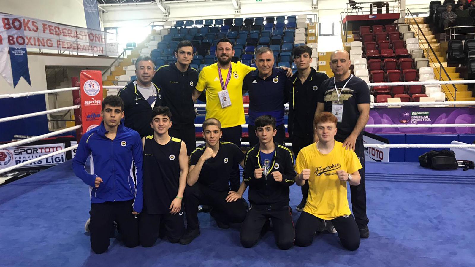 Genç boksörlerimizden 6 madalya