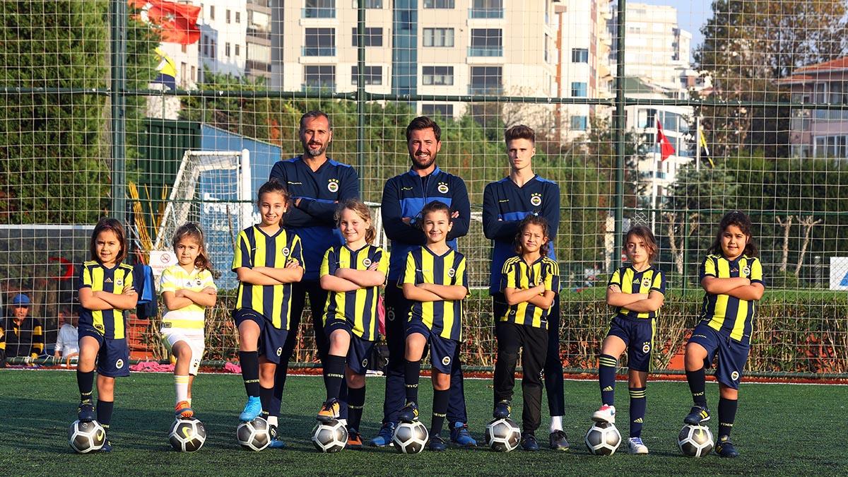 Kız Futbol Okulumuzda eğitimler başladı