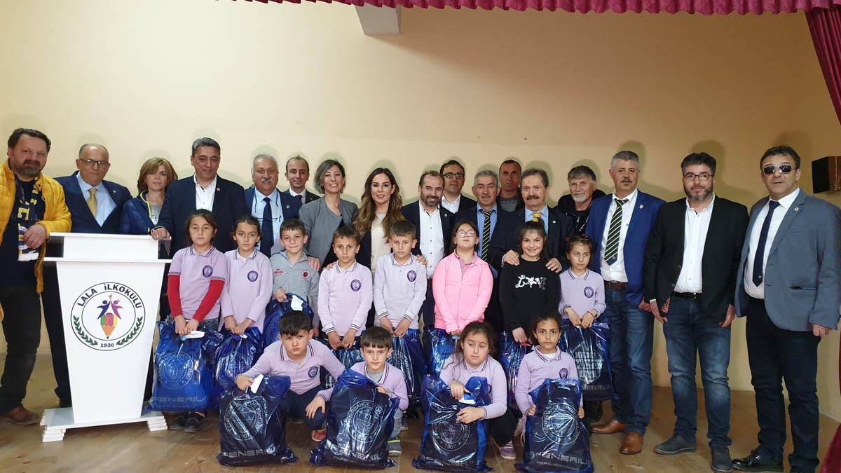 Sinop'ta öğrencilere çeşitli hediyeler takdim ettik