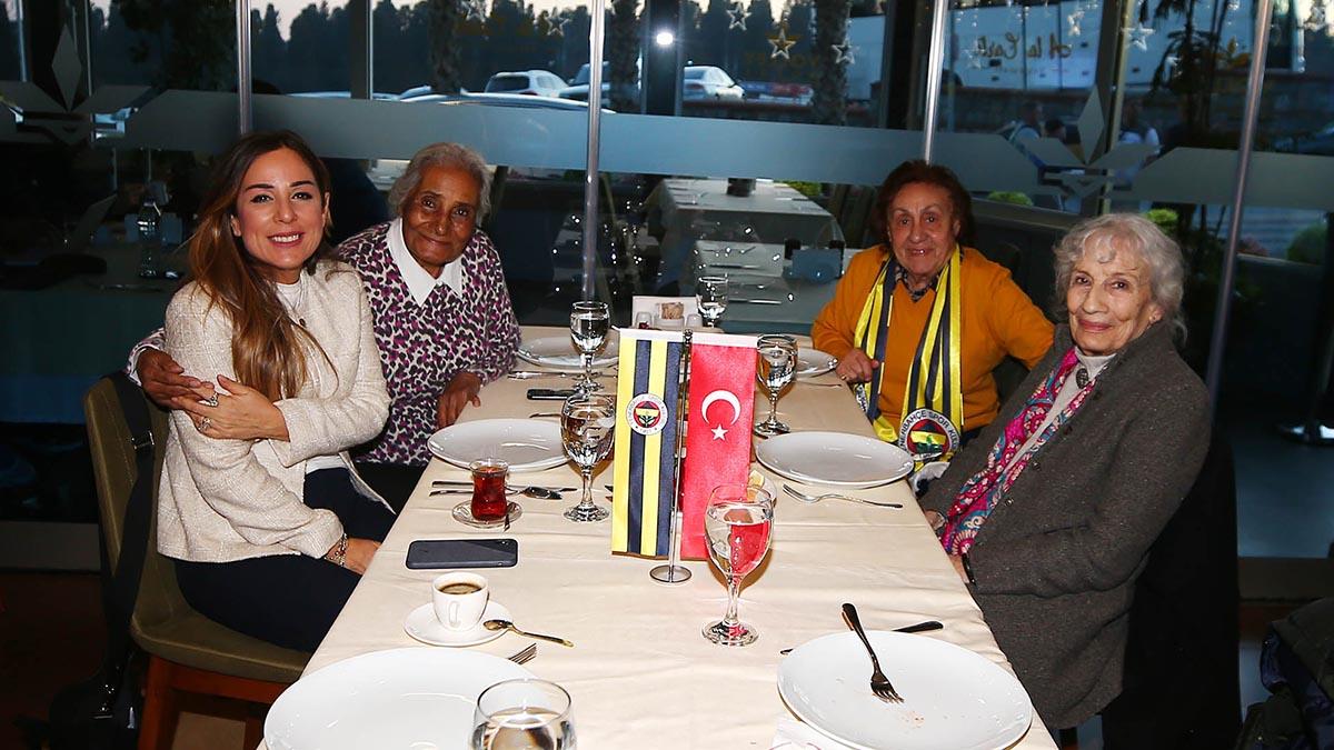 Yöneticimiz Simla Türker Bayazıt, Tarihe İz Bırakan Fenerbahçe Kadınlarıyla yemekte bir araya geldi