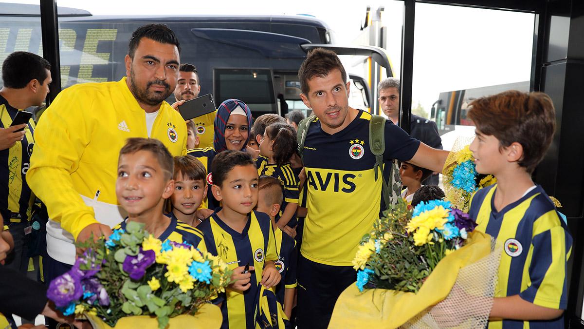 Fenerbahçemize Denizli'de coşkulu karşılama