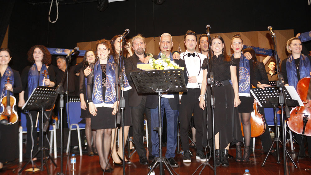 Dünya Sanat Günü'nde Fenerbahçe Koleji'nde konser verildi