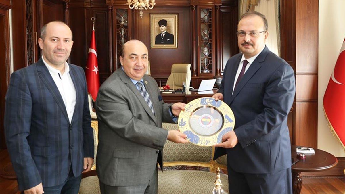 Fenerbahçe Üniversitesi tanıtım faaliyetlerine Bursa ve Balıkesir'de devam etti