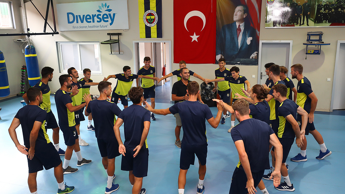Altyapıdaki futbolcularımıza müzikle ritmik koordinasyon çalışması