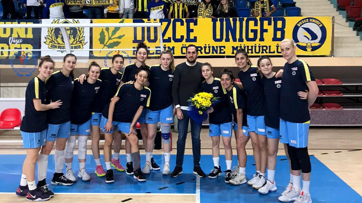 Düzce Fenerbahçeliler Derneği'nden basketbolcularımıza karşılama