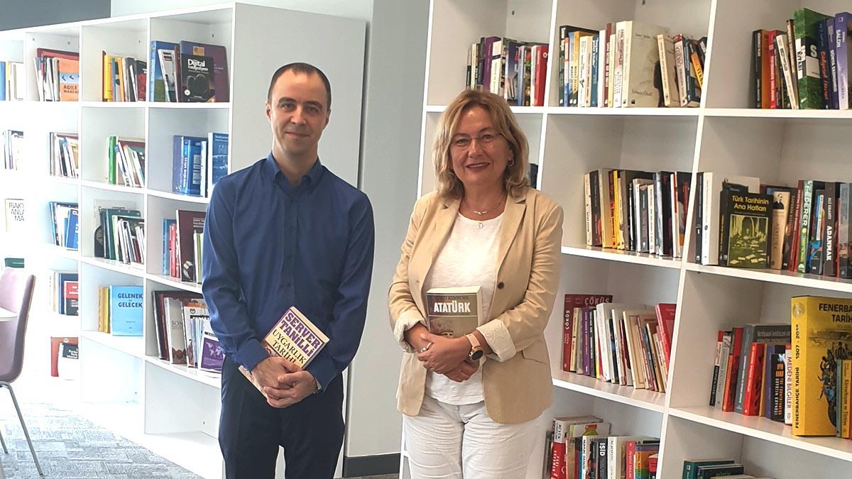 Kongre Üyemiz Özgen Özen'den Fenerbahçe Üniversitesi'ne kitap bağışı