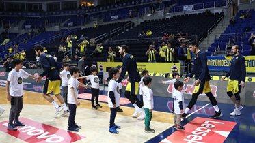 FBÇGK katılımcıları Erkek Basketbol Takımımızın maç önü seremonisinde yer aldı