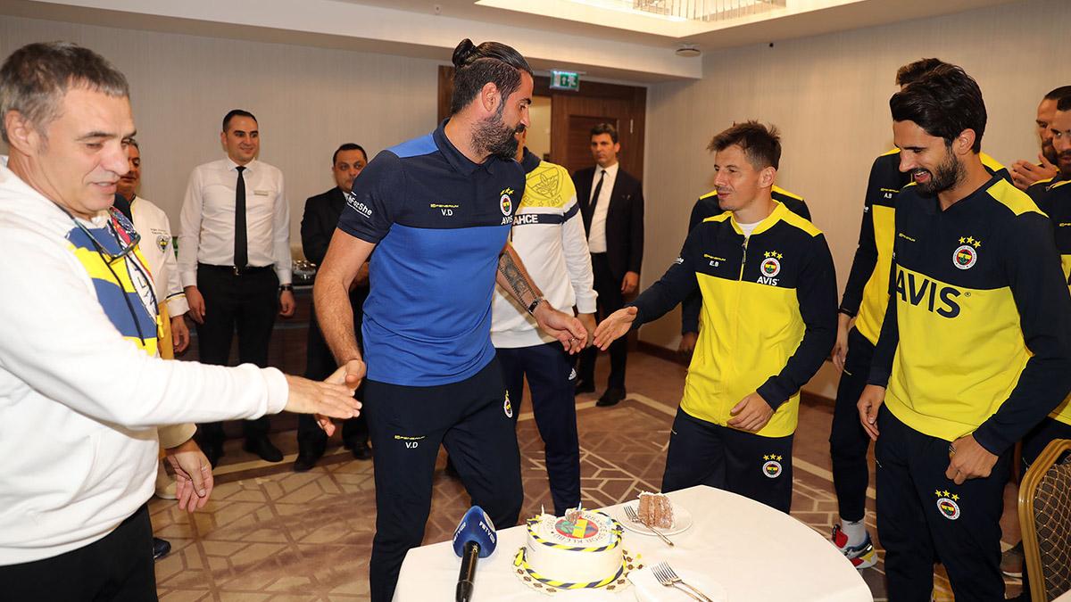 Yardımcı Antrenörümüz Volkan Demirel'in doğum günü kutlandı